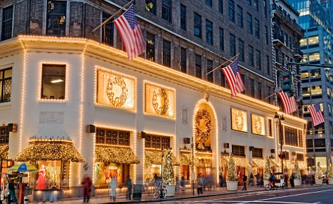BFXD9Y New York City. Lord & Taylor department store decorated for Christmas Season.