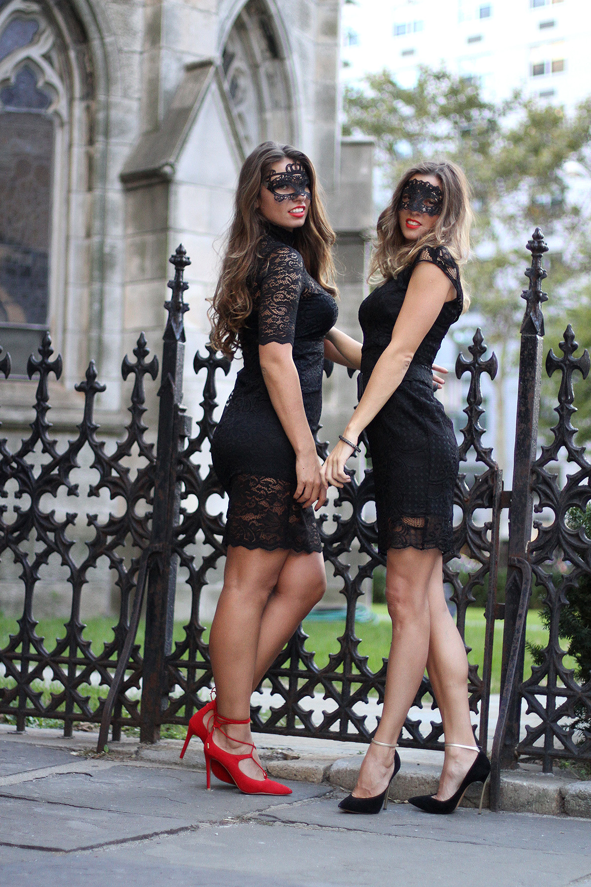 halloween-trend-witch-nyc-new-york-ny-blogger- & halloween costume ideas for couples friends best friends outfit ideas